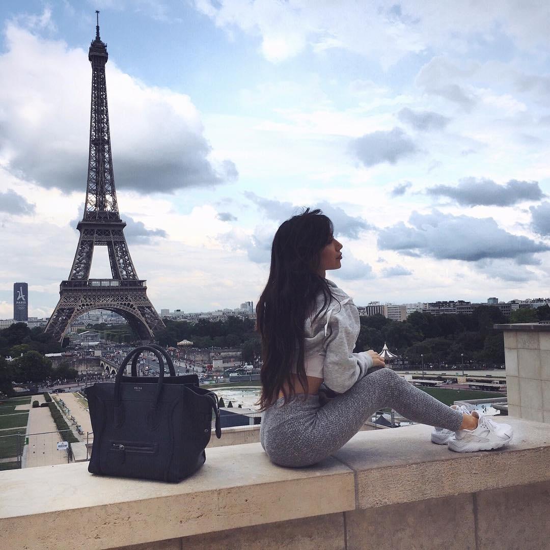 Работа для девушек в эскорте в Париже